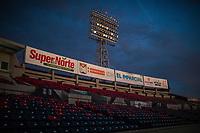 Luces, lamparas o luminarias del estadio H&eacute;roe de Nacozari a contra luz justo antes del anochecer.Cielo azul intenso<br /> <br /> (Photo:Luis Gutierrez/ NortePhoto.com)<br /> <br /> pclaves: gradas, butacas, grader&iacute;o, super del norte, el imparcial, publicidad, marketing, azul y rojo