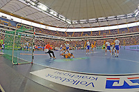 Stefan Sigurmannsson (Löwen) überwindet Jogi Bitter (HSV) - Tag des Handball, Rhein-Neckar Löwen vs. Hamburger SV, Commerzbank Arena