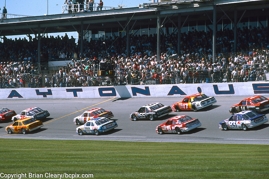 Green flag to start a 125 mile qualifying race for the Daytona 500, Daytona International Speedway, Daytona Beach, Florida, February 12, 1987. (Photo by Brian Cleary/www.bcpix.com)