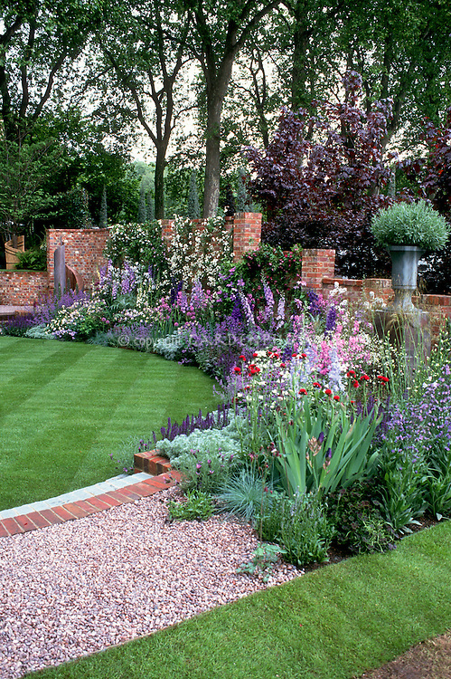 Fabulous perennial flowers garden design plant flower for Flower wall garden