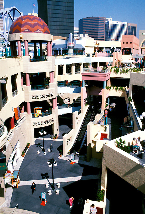 California: San Diego.  Horton Plaza, downtown.  Photo #: casand102.  Photo copyright Lee Foster, 510/549-2202, lee@fostertravel.com, www.fostertravel.com