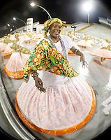 SÃO PAULO, SP, 11 DE FEVEREIRO DE 2012 - ENSAIO MOCIDADE ALEGRE-  integrante durante ensaio técnico da Escola de Samba Mocidade Alegrena preparação para o Carnaval 2012. O ensaio foi realizado na noite desta sexta feira 11 no Sambódromo do Anhembi, zona norte da cidade.FOTO ALE VIANNA - NEWS FREE