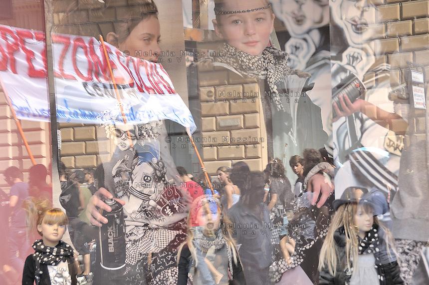Palermo: general strike by trade unionist CGIL.Palermo: sciopero generale indetto dalla CGIL con partecipazione dei centri sociali