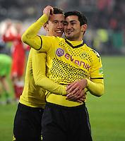 FUSSBALL   DFB POKAL   SAISON 2011/2012  ACHTELFINALE  Fortuna Duesseldorf - Borussia Dortmund              20.12.2011 Schlussjubel: Ivan Perisic (li) und Ilkay Guendogan (re, beide Borussia Dortmund)