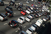 SAO PAULO, 18 DE MAIO DE 2012 - TRANSITO SP - Transito na avenida 23 de maio, altura do Paraiso, na manha desta sexta feira. FOTO: ALEXANDRE MOREIRA - BRAZIL PHOTO PRESS