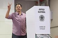 07.10.2018 - Fernando Haddad faz seu voto em SP