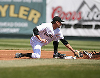 2007:  Michael Hollimon of the Erie Seawolves tags a base runner while covering second base vs. the Bowie Baysox in Eastern League baseball action.  Photo by Mike Janes/Four Seam Images
