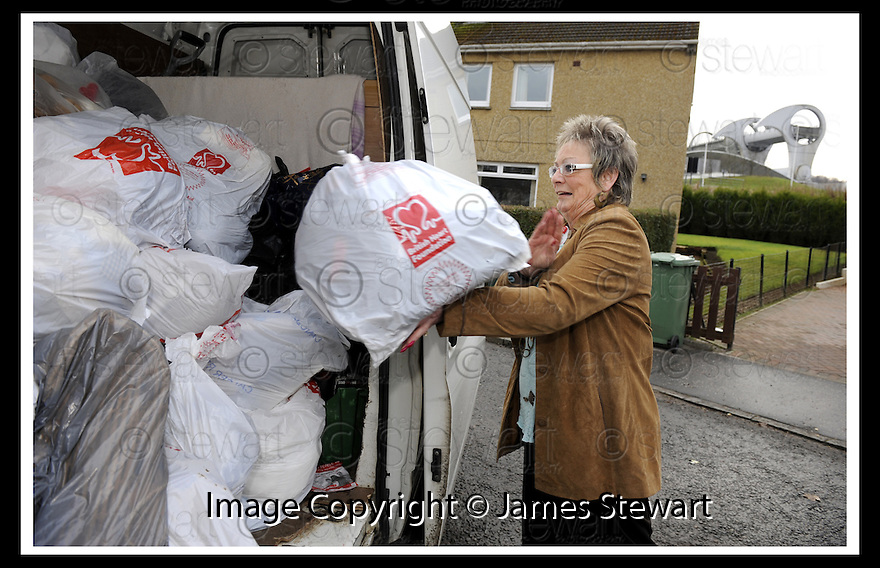 21/01/2010  Copyright  Pic : James Stewart.08_bhf_camelon  .:: BRITISH HEART FOUNDATION'S GINA LOCKE COLLECTS CLOTHES BAGS AT OCHILTREE TERRACE, CAMELON, FALKIRK ::.James Stewart Photography 19 Carronlea Drive, Falkirk. FK2 8DN      Vat Reg No. 607 6932 25.Telephone      : +44 (0)1324 570291 .Mobile              : +44 (0)7721 416997.E-mail  :  jim@jspa.co.uk.If you require further information then contact Jim Stewart on any of the numbers above.........