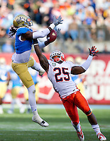 SAN FRANCISCO, CA - December 31, 2011: Illinois linebacker Asante Williams (25) breaks up a pass against UCLA at AT&T Park in San Francisco, California. Final score Illinois wins 20-14.
