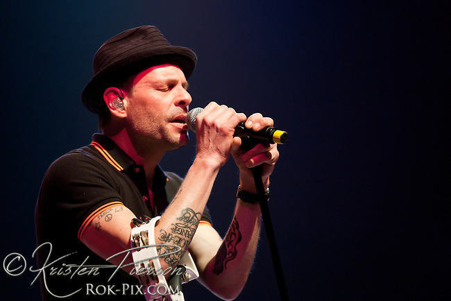 Gin Blossoms perform at Twin River Casino