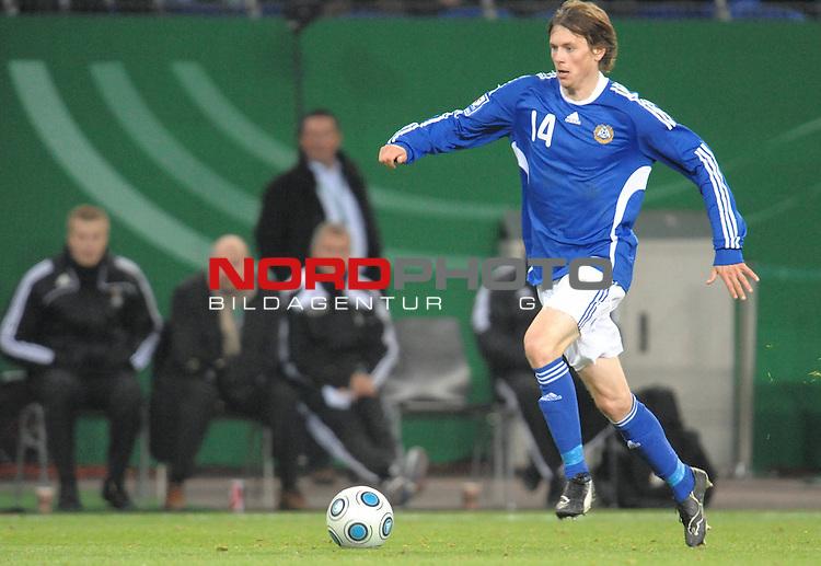 Fussball, L&auml;nderspiel, WM 2010 Qualifikation Gruppe 4  14. Spieltag<br />  Deutschland (GER) vs. Finnland ( FIN ) 1:1 ( 0:1 )<br /> <br /> Kasper H&auml;m&auml;l&auml;inen (Finnland # 14) <br /> <br /> Foto &copy; nph (  nordphoto  )<br />  *** Local Caption *** <br /> <br /> Fotos sind ohne vorherigen schriftliche Zustimmung ausschliesslich f&uuml;r redaktionelle Publikationszwecke zu verwenden.<br /> Auf Anfrage in hoeherer Qualitaet/Aufloesung