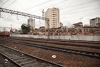 SAO PAULO, SP, 11 DE JANEIRO DE 2012 -DEMOLICAO FAVELA DO MOINHO Ainda resta muito entulho a ser retirado da demolicao da Favela do Moinho,  zona central da cidade, no inicio da tarde desta quarta-feira(11). Foto Ricardo Lou - News Free