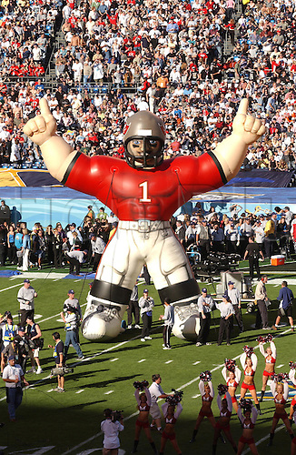 26 January, 2003: A blow up doll of the Tampa Bay Buccaneers before the Bucs 48-21 victory over the Oakland Raiders in the Super Bowl XXXVII at Qualcomm Stadium in San Diego, California. Photo: John Cordes/Icon/action plus...030126.superbowl SB american football .crowds crowd mascot mascots