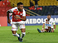 BOGOTA - COLOMBIA - 20 - 02 - 2018: Wilson Morelo (Izq.), jugador de Independiente Santa Fe, corre a celebrar el gol anotado a Santiago Wanderers, durante partido de vuelta entre Independiente Santa Fe (COL) y Santiago Wanderers (CHL), de la fase 3 llave 1, por la Copa Conmebol Libertadores 2018, jugado en el estadio Nemesio Camcho El Campin de la ciudad de Bogota. / Wilson Morelo (L), player of Independiente Santa Fe, runs to celebrate a scored goal to Santiago Wanderers, during a match for the second leg between Independiente Santa Fe (COL) and Santiago Wanderers (CHL), of the 3rd phase key 1, for the Copa Conmebol Libertadores 2018 at the Nemesio Camacho El Campin Stadium in Bogota city. Photo: VizzorImage  / Luis Ramirez / Staff.