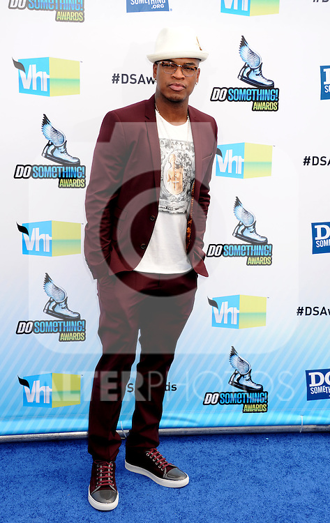 SANTA MONICA, CA - AUGUST 19: Ne-Yo arrives at the 2012 Do Something Awards at Barker Hangar on August 19, 2012 in Santa Monica, California. /NortePhoto.com....**CREDITO*OBLIGATORIO** ..*No*Venta*A*Terceros*..*No*Sale*So*third*..*** No Se Permite Hacer Archivo**