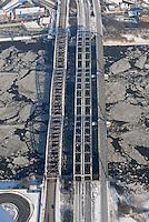 4415/Verkehrswege: EUROPA, DEUTSCHLAND, HAMBURG  28.01.2006 Elbbruecke, Freihafen Elbbruecke, Elbe, Eis auf der Elbe, Eisgang