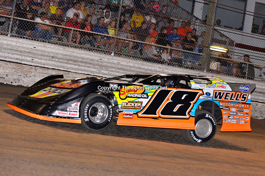 Feb 20, 2014; 7:02:49 PM;  Barberville, FL, USA;  World of Outlaws Late Model Series for 43rd Annual DIRTcar Nationals presented by Summit Racing Equipment at Volusia Speedway Park.  Mandatory Credit: (thesportswire.net)