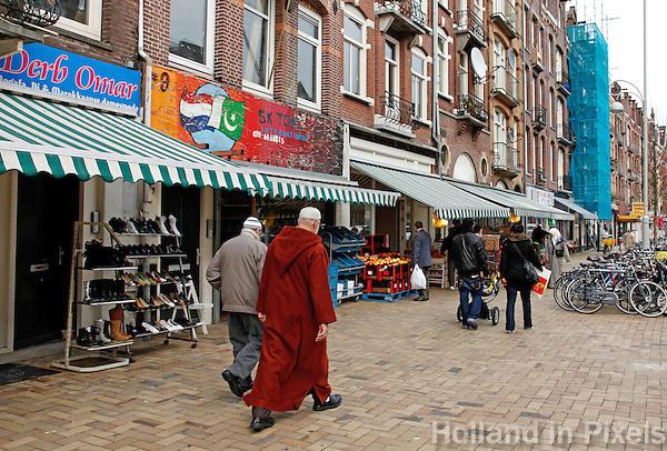 Straat met buitenlandse winkels in amsterdam oost for Turkse kapper amsterdam oost