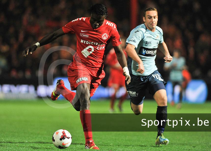 KV Kortrijk - KV Oostende : Elimane Coulibaly (links) in de spurt met Niels De Schutter (rechts)<br /> foto VDB / Bart Vandenbroucke