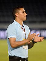 BARRANQUILLA- COLOMBIA - 12-09-2015: Giovanni Hernandez técnico de  Uniautonoma gesticula durante el encuentro con Cortulua por la fecha 12 de la Liga Aguila II 2015 jugado en el estadio Metropolitano / Giovanni Hernandez coach of Uniautonoma gestures during a matcha with Cortulua for the twelfth date of the Liga Aguila II 2015 played at Metropolitano  stadium in Barranquilla  city. Photo: VizzorImage / Alfonso Cervantes / Contribuidor