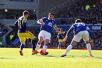 Pictured L-R: Palo Hernandez of Swansea against Gareth Barry and Ross Barkley of Everton. Sunday 16 February 2014<br />