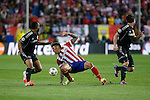 Atletico de Madrid´s Jose Sosa (C) and  Chelsea´s Ashley Cole (L) and John Terry during Champions League semifinal first leg soccer match between Atletico de Madrid and Chelsea, at the Vicente Calderon stadium, in Madrid, Spain, April 22, 2014. (ALTERPHOTOS/Victor Blanco)