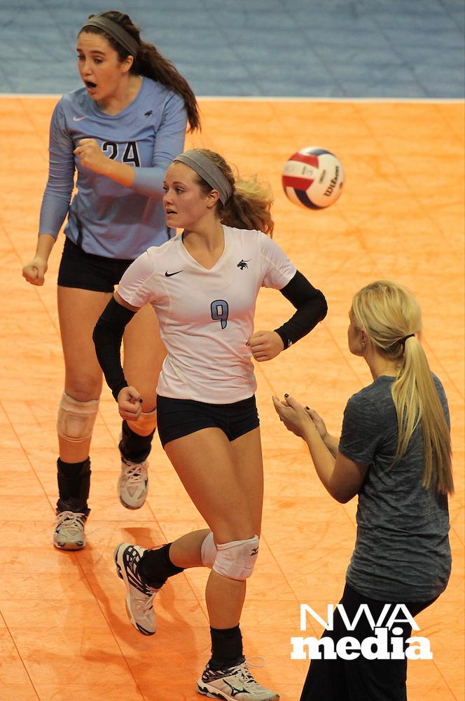Arkansas Democrat-Gazette/ BENJAMIN KRAIN --10/31/15--<br /> Class 7A Volleyball Championship Springdale Har-Ber vs Fayetteville