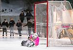 Stockholm 2016-01-20 Bandy Elitserien Hammarby IF - Edsbyns IF :  <br /> Edsbyns Jonas Edling g&ouml;r 2-0 p&aring; straff bakom Hammarbys m&aring;lvakt Patrik Hedberg under matchen mellan Hammarby IF och Edsbyns IF <br /> (Foto: Kenta J&ouml;nsson) Nyckelord:  Elitserien Bandy Zinkensdamms IP Zinkensdamm Zinken Hammarby Bajen HIF Edsbyn EIF