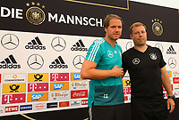 Assistenztrainer Thomas Schneider (Deutschland Germany) und U20 Nationaltrainer Frank Kramer - 29.05.2018: Pressekonferenz der Deutschen Nationalmannschaft zur WM-Vorbereitung in der Sportzone Rungg in Eppan/Südtirol