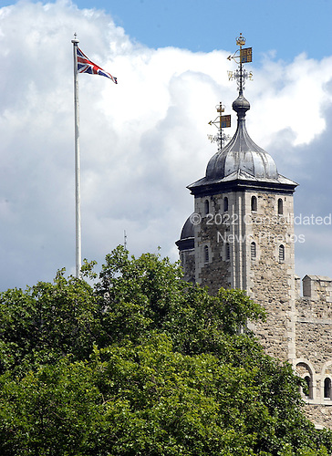 London, GBR - August 7, 2005 -- The Tower of London viewed from a ferry in the Thames River on August 7, 2005. Construction of the tower was begun during the reign of William the Conquerer from 1066 - 1087.  .Credit: Ron Sachs / CNP