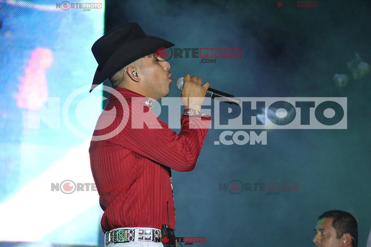 Presentación de el cantante de música popular norteña Espinoza Paz durante su concierto en área de Valeria en el inicio de la feria Internacional de Durango 2012.<br /> *Durango**29*Junio*2012*.<br /> (***Photo:©*C.Marquez*NortePhoto.com**)<br /> **CREDITO*OBLIGATORIO** *No*Venta*A*Terceros* *No*Sale*So*third* *** No Se Permite Hacer Archivo** *No*Sale*So*third*©