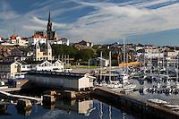 Sweden, Vaestra Goetaland County, Lysekil: View over harbour and spa town | Schweden, Vaestra Goetalands laen, Lysekil: Staddtansicht des Kurortes mit Hafen