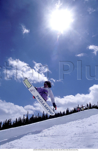 LEISURE SNOWBOARDING, Breckenridge, Colorado, USA, 90. Photo: Mike Hewitt/Action Plus....wintersports.snowboarding.extreme.1990.winter sport.winter sports.wintersport.wintersports.snowboarder