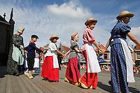 Westfriese Folkloredagen in Schagen. Sinds 1953 organiseert de Stichting ter Bevordering van de West-Friese Folklore de 10 West-Friese donderdagen. Deze donderdagen staan in het teken van o.a. leven, werken en kleden anno 1910.  Kinderen dansen in West-Friese klederdracht bij de kerk