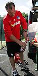 Wiesensee 04.07.2008, 1.Fu&szlig;ball Bundesliga, Trainingslager der TSG 1899 Hoffenheim, Hoffenheims Zeugwart Betreuer Heinz Seyfert bei der Zubereitung der Getr&auml;nke<br /> <br /> Foto &copy; Rhein-Neckar-Picture *** Foto ist honorarpflichtig! *** Auf Anfrage in h&ouml;herer Qualit&auml;t/Aufl&ouml;sung. Belegexemplar erbeten.