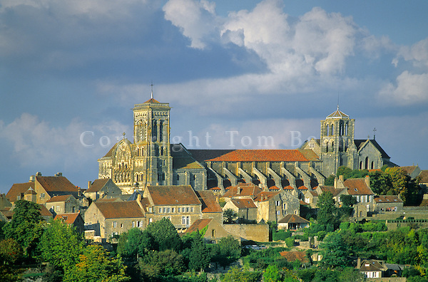 Basilica of Mary Magdelene at hilltop town of Vezelay, Burgundy, France, AGPix_0528      .
