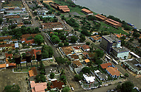 imagem aérea de Porto Velho, mostrando as 3 caixas d´água históricas e a estação inicial da estrada de ferro Madeira-Mamoré, com o rio Madeira ao fundo - Rondônia<br />dezembro de 2003