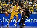 13.04.2019, EWE Arena, Oldenburg, GER, easy Credit-BBL, EWE Baskets Oldenburg vs medi Bayreuth, im Bild<br /> den Ball an der Hand<br /> Philipp SCHWETHELM (EWE Baskets Olldenburg #33 ) De`Mon BROOKS (medi Bayreuth #24 )<br /> Foto &copy; nordphoto / Rojahn