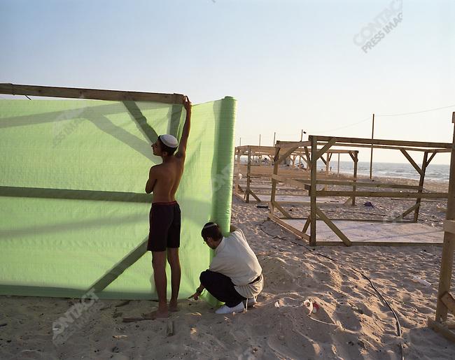 Jewish settlers erect temporary housing on a beach in Shirat Hayam settlement, Gaza, July 2005