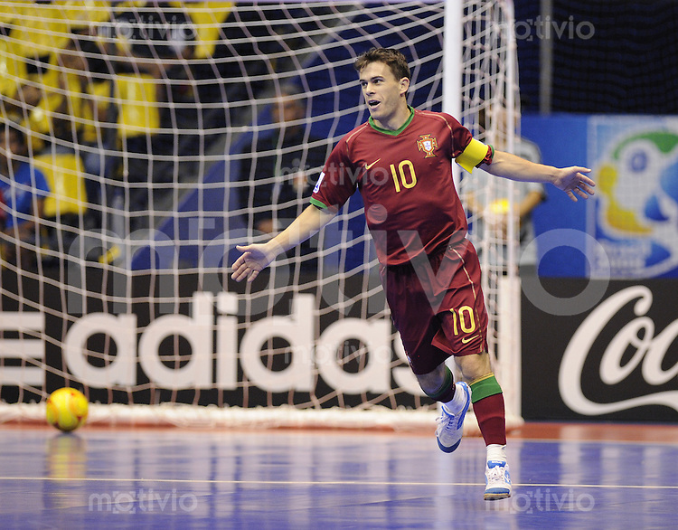 Fussball  International  FIFA  FUTSAL WM 2008   08.10.2008 Vorrunde Gruppe B Portugal - Thailand Portugal - Thailand Arnaldo (POR) jubelt nach dem 1-0