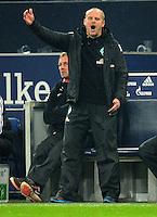 FUSSBALL   1. BUNDESLIGA    SAISON 2012/2013    11. Spieltag   FC Schalke - 04 Werder Bremen                              10.11.2012 Trainer Thomas Schaaf (SV Werder Bremen)  engagiert an der Seitenlinie