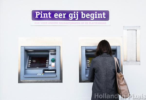 Nederland Beverwijk 2017 . De Bazaar in Beverwijk. Pinautomaat.   Foto Berlinda van Dam / Hollandse Hoogte