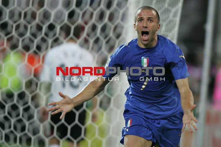 FIFA WM 2006 -  Semi Finals / Halbfinale<br /> Play    #61 (04-Juli) - Deutschland - Italien 0:2 n.V.<br /> <br /> Alessandro Del Piero von Italien beim Jubellauf nach seinem Tor zum 2:0.<br /> <br /> Foto &copy; nordphoto