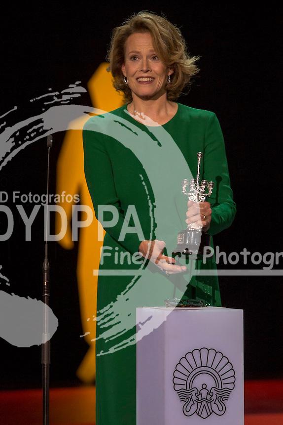 Sigourney Weaver recieves the Donosti film award