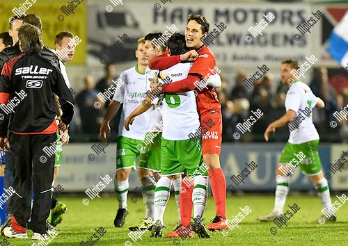 2016-10-15 / voetbal / seizoen 2016 - 2017 / Dessel Sport - ASV Geel / Keeper Wim Kustermans (r) (Dessel) viert de overwinning tegen ASV Geel met Yari Breugelmans (l) (Dessel), die met zijn hattrick een groot aandeel had in de overwinning