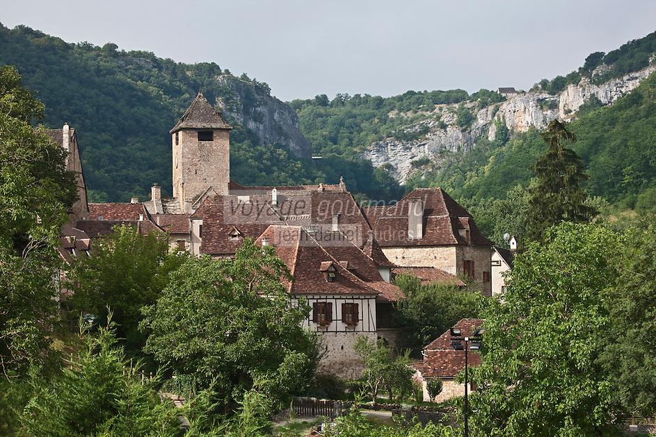 Europe/Europe/France/Midi-Pyrénées/46/Lot/Autoire: le villag et en fond le cirque d'autoire - Plus Beaux Villages de France