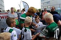 GRONINGEN - Voetbal, Open dag FC Groningen ,  seizoen 2017-2018, 06-08-2017,  FC Groningen speler Ritsu Doan deelt handtekeningen uit
