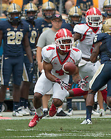 Youngstown State wide receiver Andre Stubbs catches a pass. The Pitt Panthers football team defeated the Youngstown State Penguins 45-37 on Saturday, September 5, 2015 at Heinz Field, Pittsburgh, Pennsylvania.