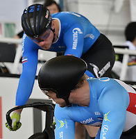 CALI – COLOMBIA – 19-02-2017: Hugo Barrette (Der.) de Canada y Nikita Shurshin (Izq.) de Gazprom-Rusvelo en la prueba de Velocidad hombres en el Velodromo Alcides Nieto Patiño, sede de la III Valida de la Copa Mundo UCI de Pista de Cali 2017. / Hugo Barrette (R) de Canada and Nikita Shurshin (L) from Gazprom-Rusvelo in the Men´s Sprint Race at the Alcides Nieto Patiño Velodrome, home of the III Valid of the World Cup UCI de Cali Track 2017. Photo: VizzorImage / Luis Ramirez / Staff.