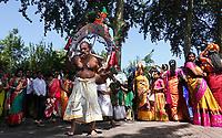 Nederland Den Helder -  2019.  Jaarlijkse tempelfeest bij de Hindoe tempel in Den Helder. Vereniging Sri Varatharaja Selvavinayagar voltooide in 2003 het gebouw dat wordt gebruikt voor het bevorderen van kunst en cultuur. Een ander deel wordt gebruikt voor het praktiseren van religieuze waarden. Het hoogtepunt van de feestperiode is het voorttrekken van de wagen ( chithira theer of ratham ). Rituele dans.   Foto mag niet in negatieve / schadelijke context gepubliceerd worden.  Foto Berlinda van Dam / Hollandse Hoogte